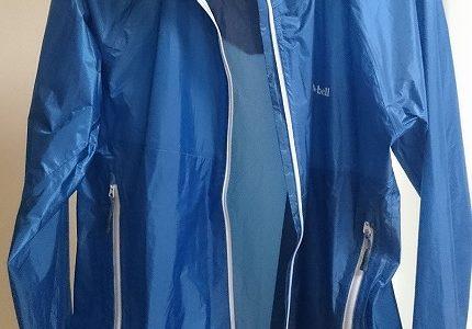 雨の日クロスバイク通勤必須アイテムの上着はモンベル「バーサライトジャケット Men's」
